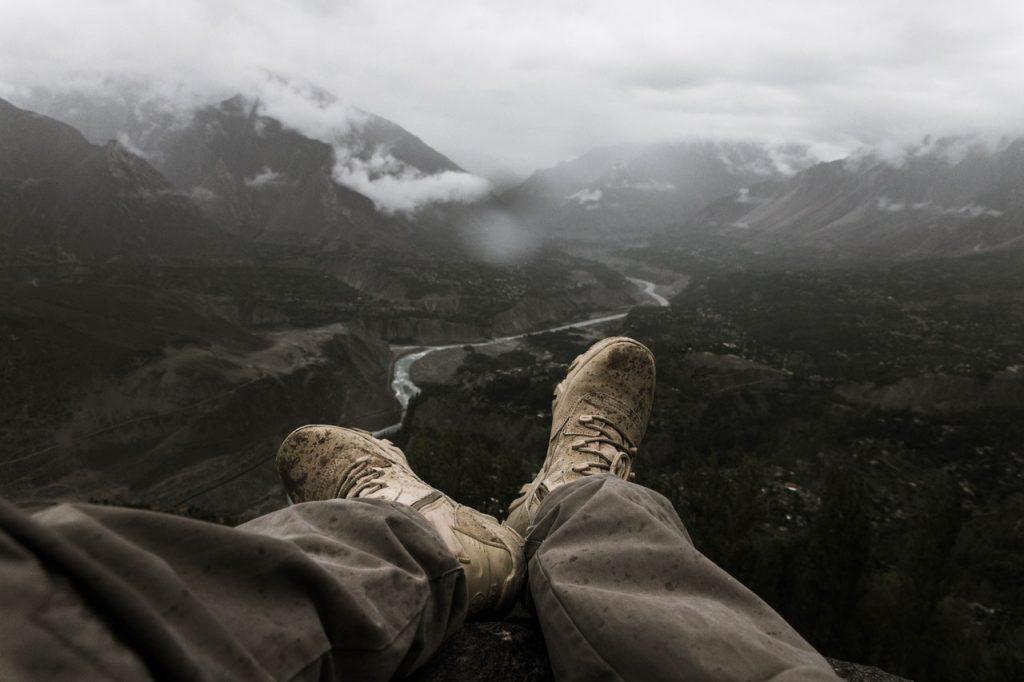 vue d'une vallée en montagne